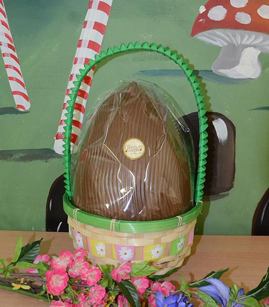 Large easter basket 11 kg egg the chocolate garden of ireland homegift negle Images